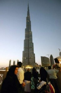 Shoppers stop to look at the Burj Khalifa during sunset in Dubai. Randi Sokoloff / The National