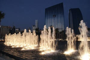A water feature along Emaar Boulevard, Downtown Dubai. Posted by Kero