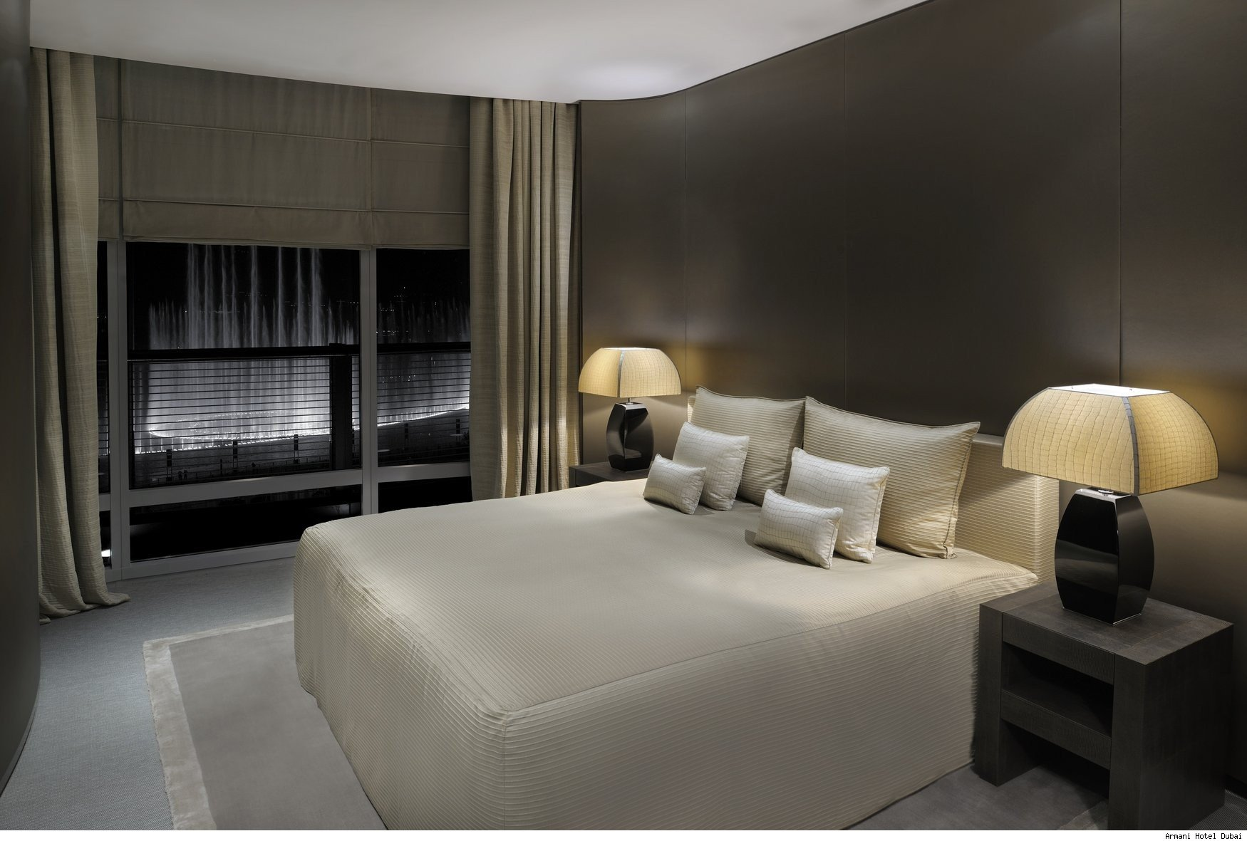 Dubai hotels boast strong jump in revenue burj khalifa for Burj khalifa room rates